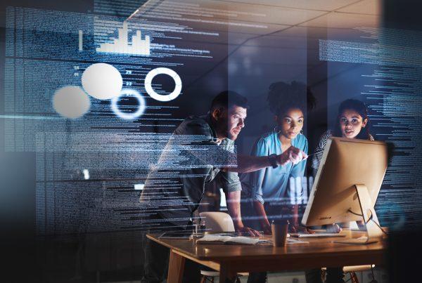 digitalisering mensen werken op computer met data